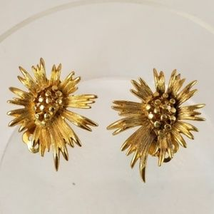 Vintage Lisner Gold Flower Clip On Earrings